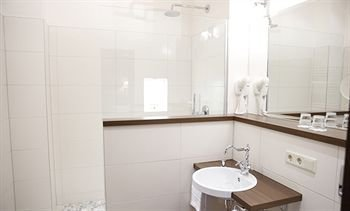 Tolstov Hotels Large 3 Room Apartment with Balcony