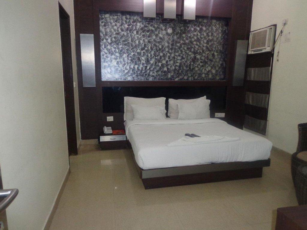 Hotel Kama Palace