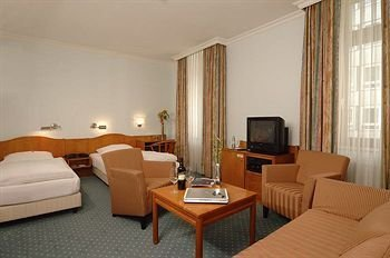 Tolstov Hotels 3 Room Apartment in Lovely House
