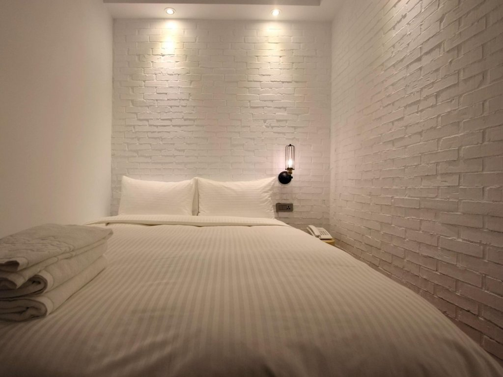Liaoning Night Market Lighthouse 3BD2BA 8ppl stay.